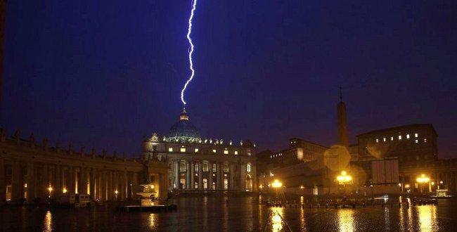 raio no Vaticano web
