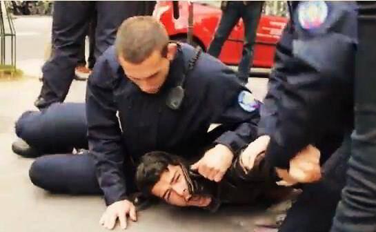 os-afagos-da-policia-francesa-web.jpg