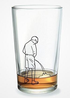 mijando no copo
