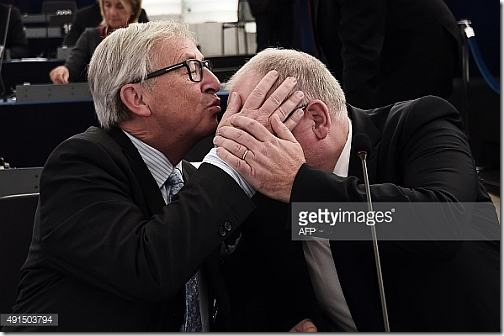 juncker-kissing2
