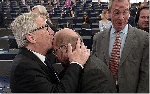 juncker-kisssing1