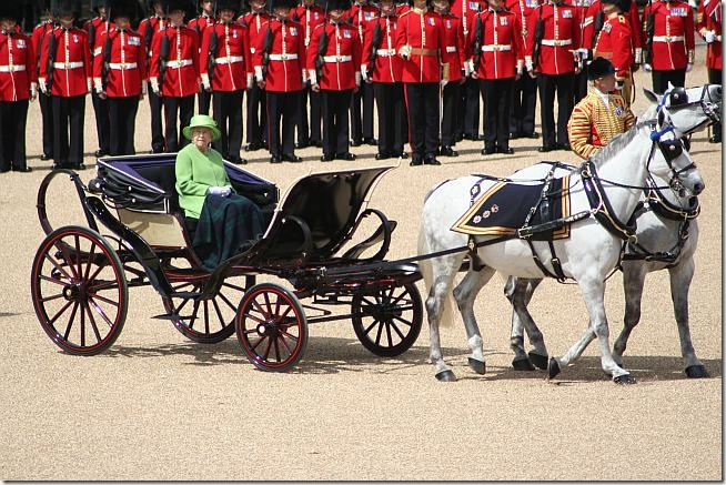 rainha-inglaterra-cavalos-web