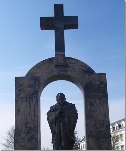 Ploermel-estatua-joao-paulo-2-web